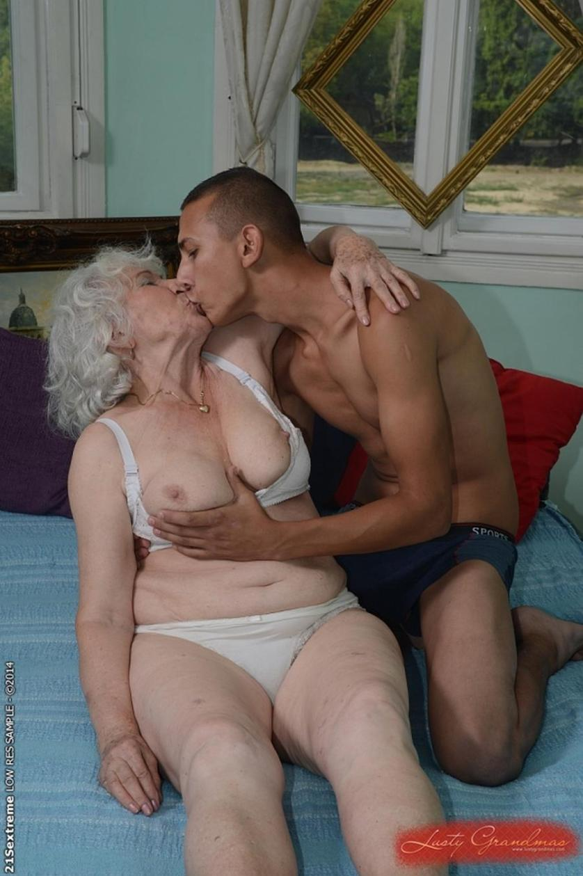 Oudere Dame Naar Op Zoek Jongen-70174
